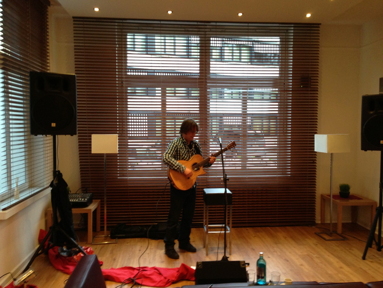 Dirk Hess beim Soundcheck